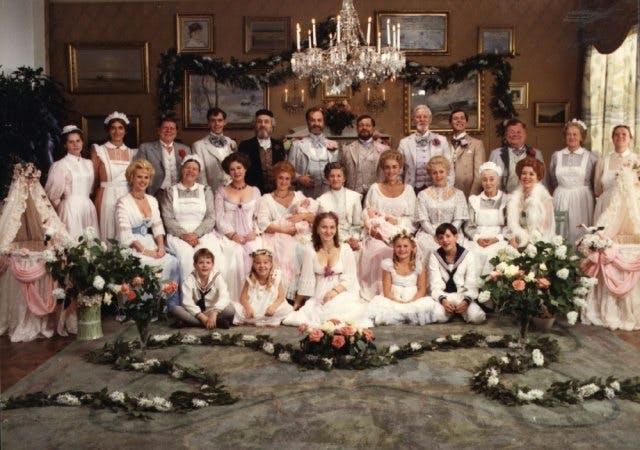Familjen Ekdahl i Fanny och Alexander av Ingmar Bergman.