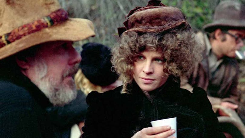Robert Altman sitter vid Julie Christie under inspelningen av McCabe and Mrs Miller