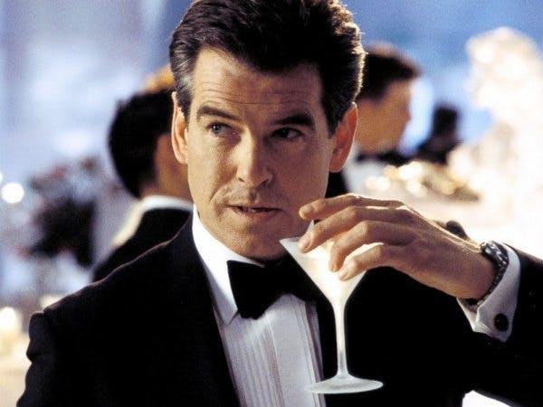 Pierce Brosnan dricker Martini.