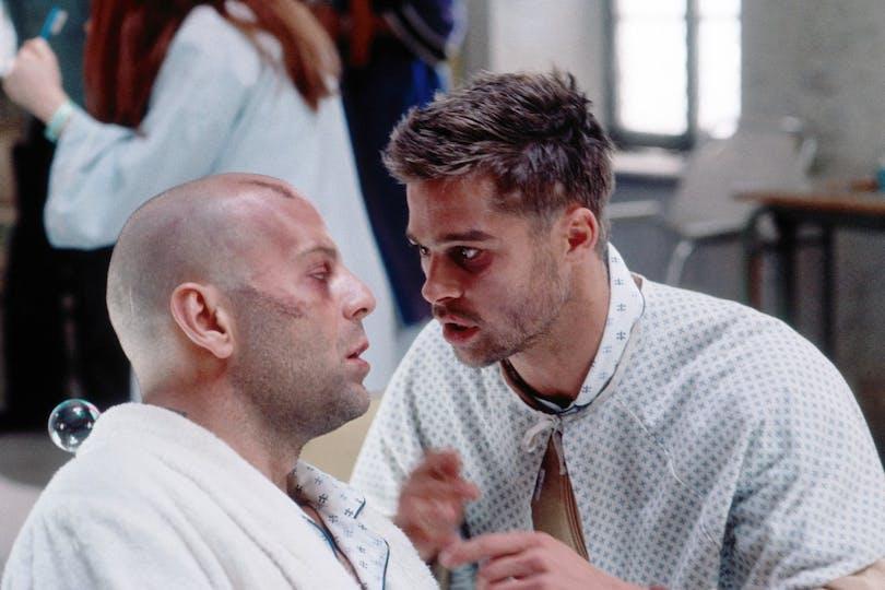 """Bruce Willis och Brad Pitt i """"De 12 apornas armé"""""""