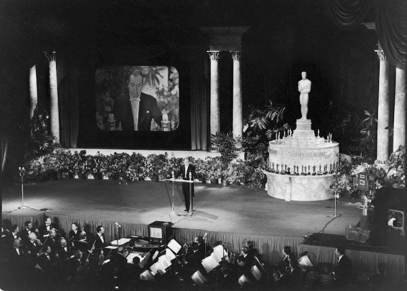 Första TV-sända Oscarsgalan 1953, presenterad av komikern och skådespelaren, Bob Hope.