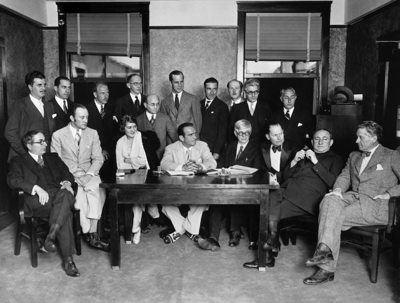 18 av de 36 grundarna av akademin.