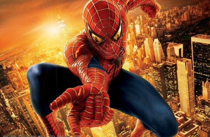 Spider-man hoppar mot kameran