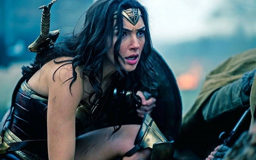 Wonder Woman besegrar Batman och Superman