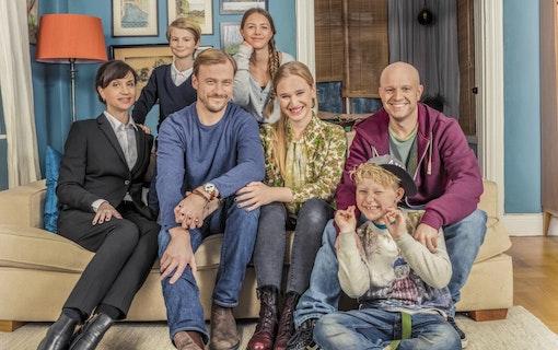 EXTRA: SVT:s Bonusfamiljen blir Netflix-serie!