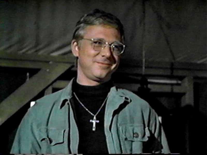 William Christopher som Fader John Mulcahy.