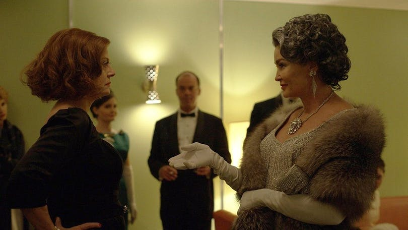 Susan Sarandon som Bette Davis och Jessica Lange som Joan Crawford. Foto: Suzanne Tenner/FX