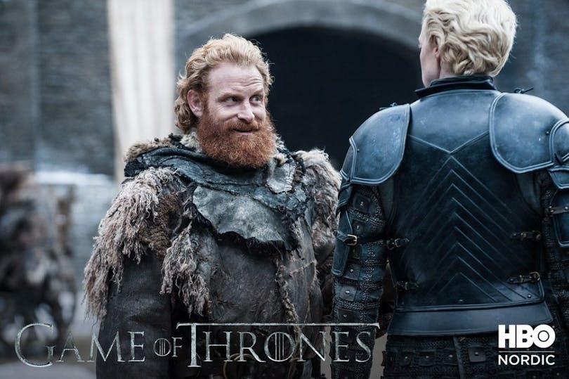 Kristofer Hivju som Tormund Giantsbane och Gwendoline Christie som Brienne of Tarth– Foto: Helen Sloan/HBO