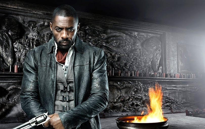 "Idris Elba poserar som Revolvermannen på poster till ""The Dark Tower"""