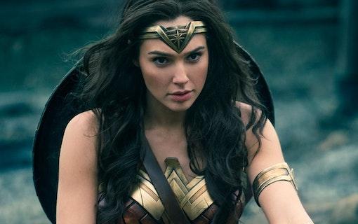 Se Wonder Womans nya utseende på färsk poster