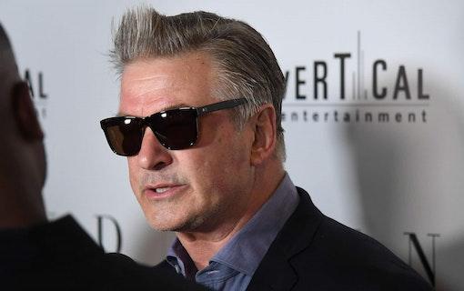 Alec Baldwin kritiseras för att ha spelat blind