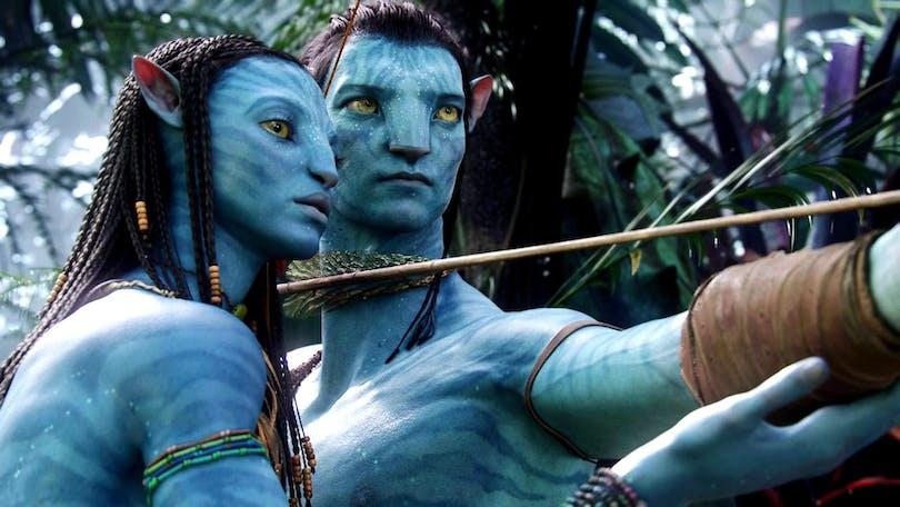 Två Avatars står i skogen