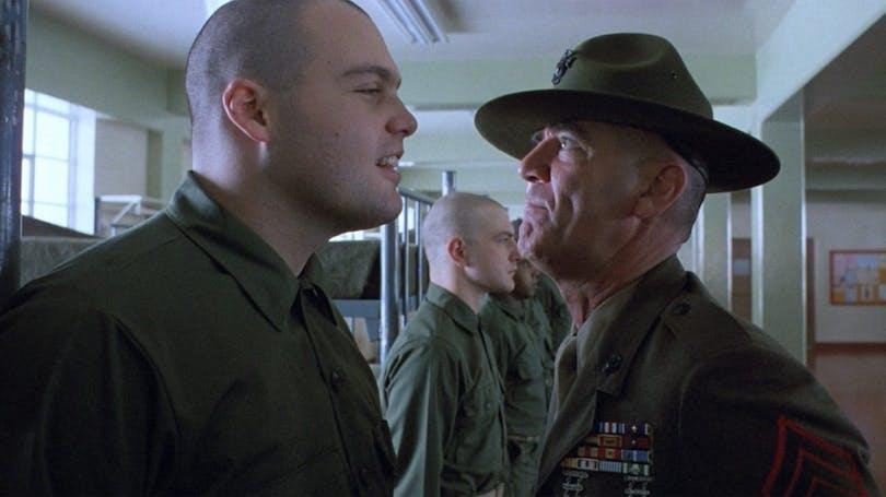 Från Full Metal Jacket. En sergeant skäller på en rekryt.