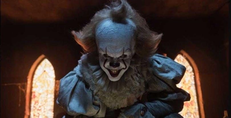 Bill Skarsgård som skräckclownen Pennywise i film Det.