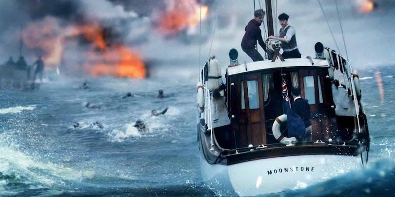 En liten båt försöker rädda soldater i Dunkirk!