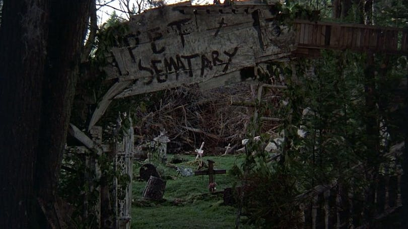 En bild på djurkyrkogården från filmen Pet Sematary.