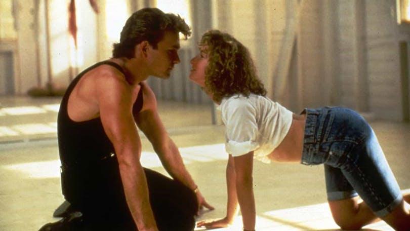 """Johnny och Baby från filmen Dirty Dancing i scenen när de mimar och dansar till """"Love is Strange"""" av Mickey & Silvia"""