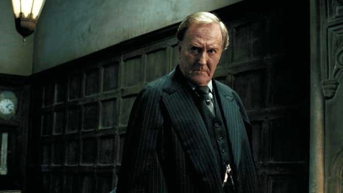 Robert Hardy som trolldomsministern Cornelius Fudge