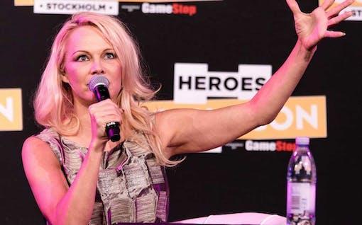 """Pamela Anderson på Comic Con 2017 - """"Jag fick honom att sluta jaga"""""""