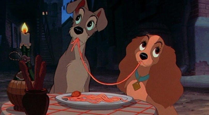 Från filmen Lady och Lufsen. Hundarna delar på en portion spagetti.