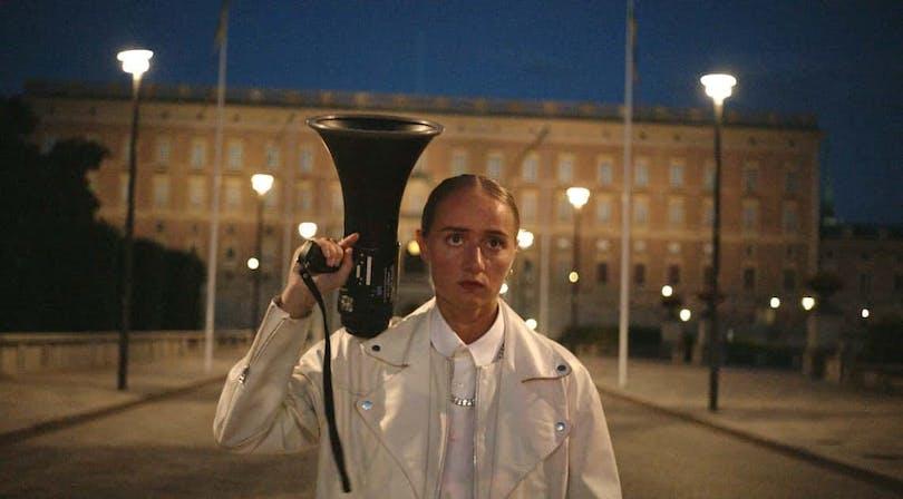 Bästa filmernaSilvana står framför det kungliga slottet - ny film 2017