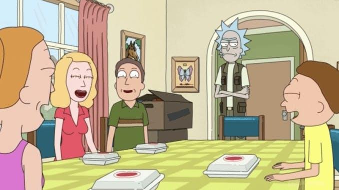 Familjen sitter runt matbordet och skrattar medan Rick står och surar