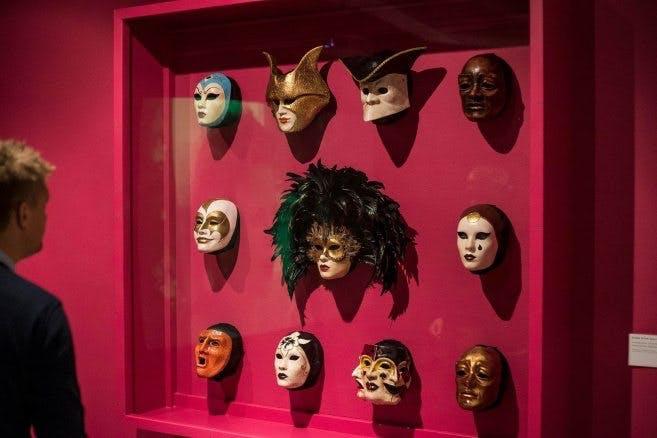 """Flera av maskerna som användes i filmen """"Eyes Wide Shut""""."""