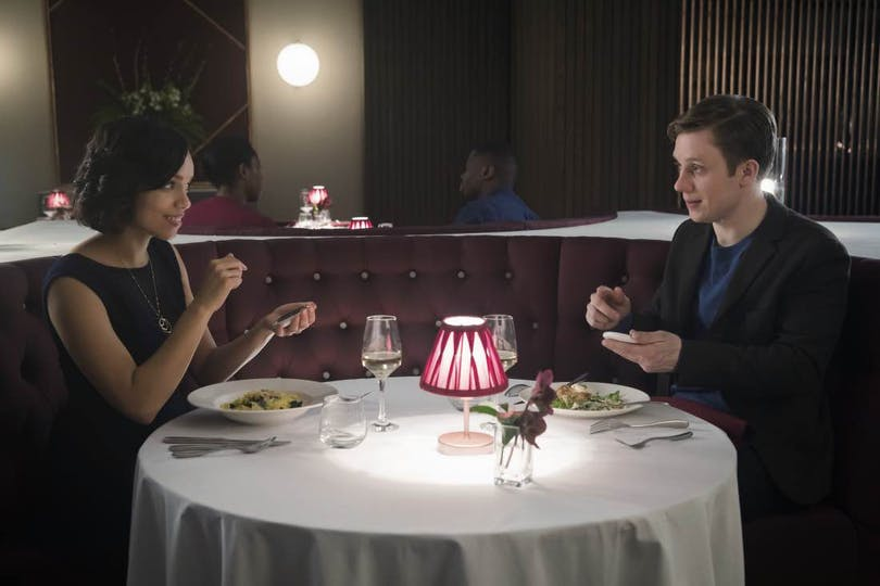 Date night i Black Mirror-avsnittet Hang the DJ