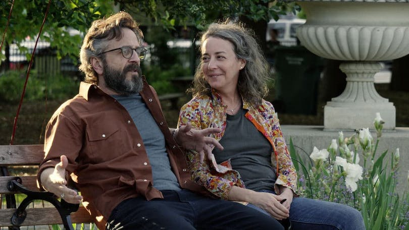 "Marc Maron och Jane Adams i ""Easy"""