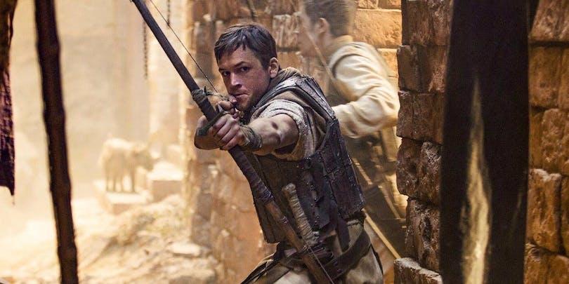 Taron Egerton i Robin Hood.