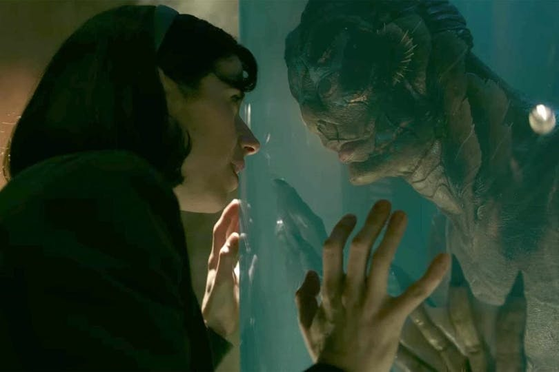 Elisa träffar den mystiska varelsen i The Shape of Water