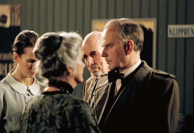 Ingmar Bergman instruerar Anita Björk (Selma Lagerlöf), Lennart Hjulström (Victor Sjöström) och Elin Klinga (Tora Teje).