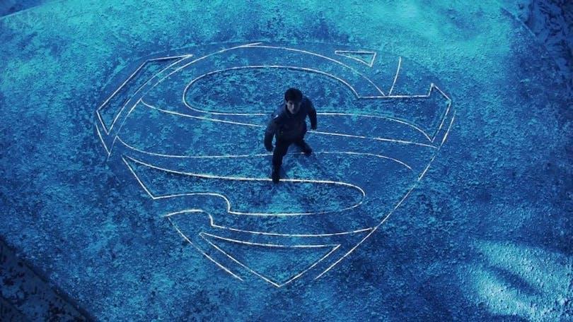 Stålmannen står ensam i sin isgrotta.