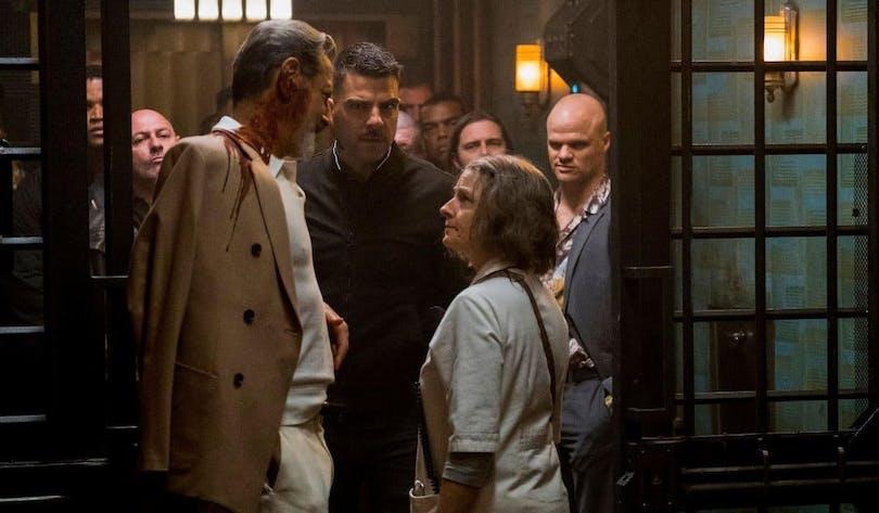 Jeff Goldblum och Jodie foster i Hotel Artemis.