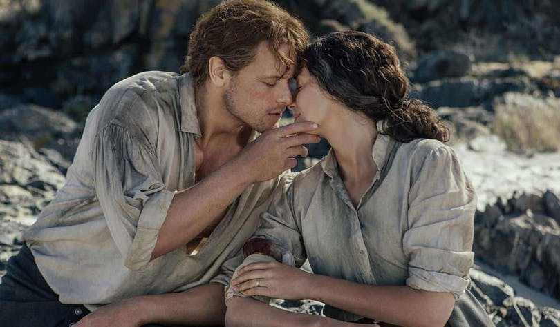 Caitriona Balfe och Sam Heughan i Outlander.