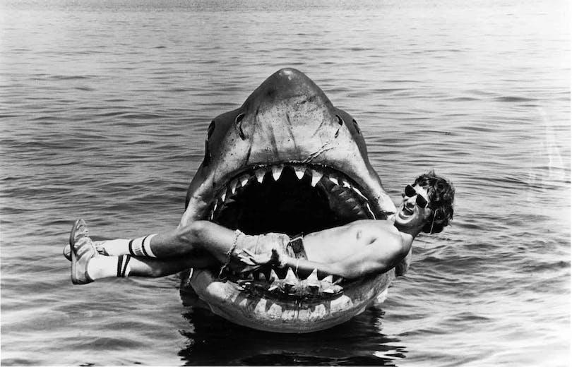 Steven Spielberg i munnen på Jaws