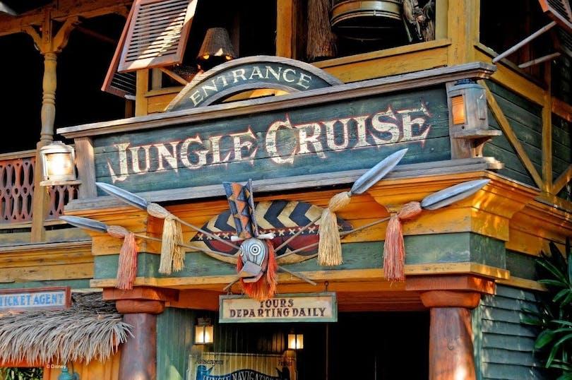 Här kan du se ingången till karusellen Jungle Cruise