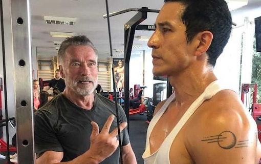 Arnold Schwarzenegger lär ny Terminator att gymma
