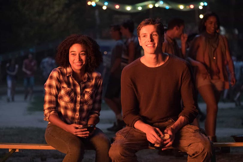 Amandla Stenberg och Harris Dickinson i The Darkest Minds.