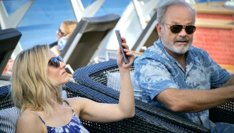 """Kristen Bell och Kelsey Hammer i """"Like Father""""."""