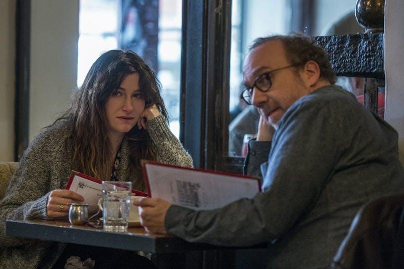 Kathryn Hahn och Paul Giamatti i Netflix Originalfilm, Privat Life.