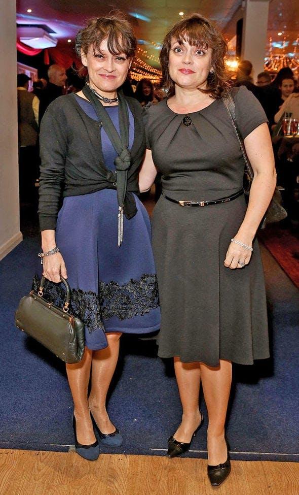 På bilden ser du the shining tvillingarna Lisa och Louise