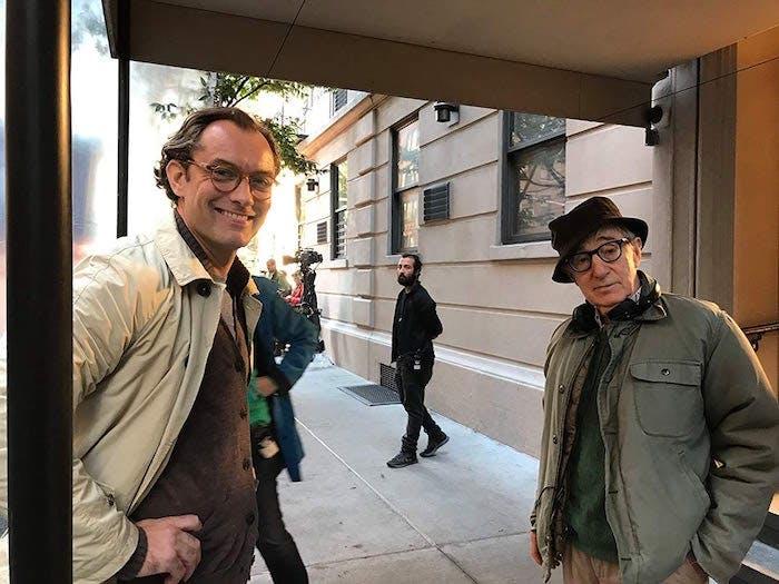 """Jude Law och Woody Allen på inspelningen av """"A Rainy Day in New York""""."""