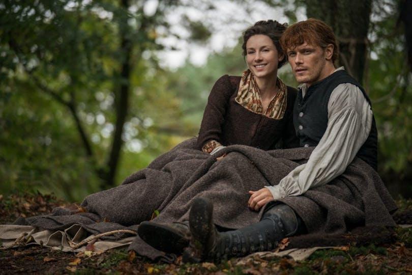 """Caitriona Balfe och Sam Heughan i fjärde säsongen av """"Outlander""""."""