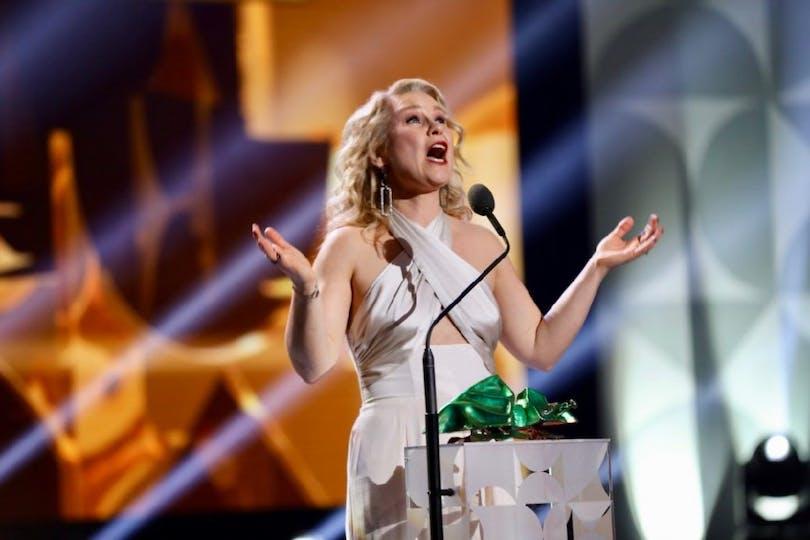 Eva Melander tar emot priset Bästa kvinnliga huvudroll för sin insats i Gräns