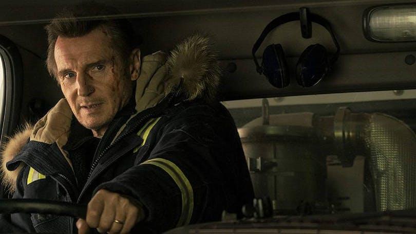 En blodig Liam Neeson, som spelar huvudrollen i Cold Pursuit.