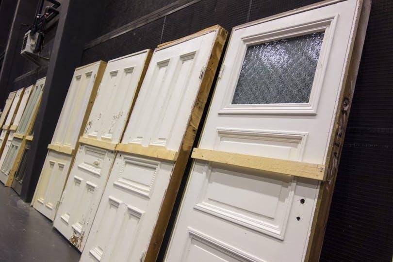 Produktionsdörrar som används i de olika konstruktionerna.