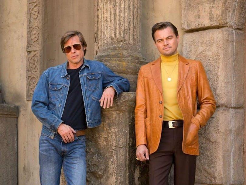 På bilden ser du Brad Pitt och Leonardo DiCaprio