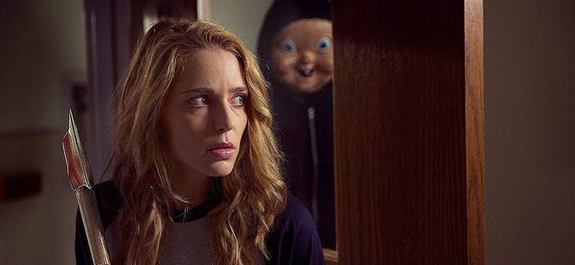 Jessica Rothe och mördaren i Happy Death Day 2 U.