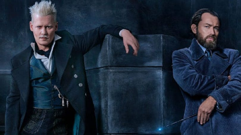 Johnny Depp som Grindewald och Jude Law som en ung Albus Dumbledore.